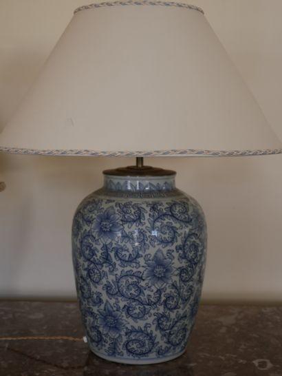 Pied de lampe en porcelaine bleu blanc à...