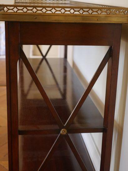 Console de style Louis XVI en acajou et placage d'acajou, les montants en croisillons...