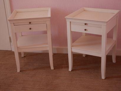 Paire de tables de chevet en bois laqué blanc,...