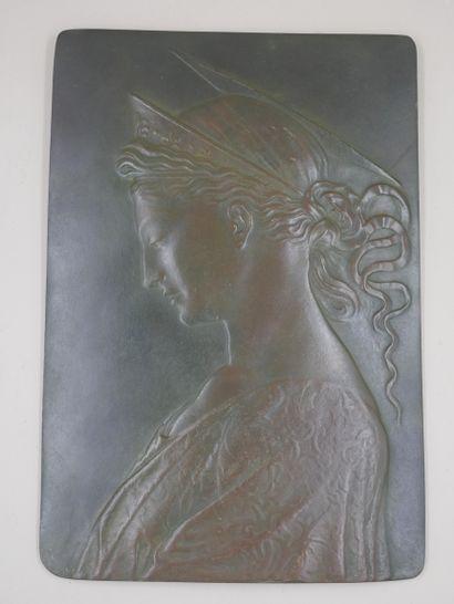 Plaque en bronze, profil de jeune femme,...