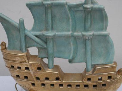 Pied de lampe en céramique en forme de bateau, signé M.COULON