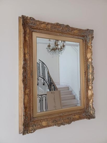 Rectangular mirror, beautiful carved and gilded wood frame. Louis XVI style. 100...