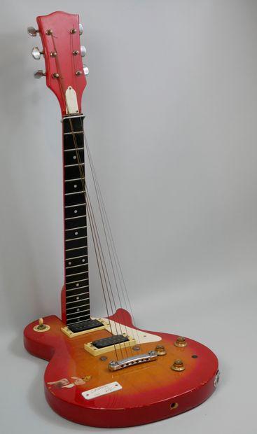 Guitare Erection, Sculpture réalisée à partir...