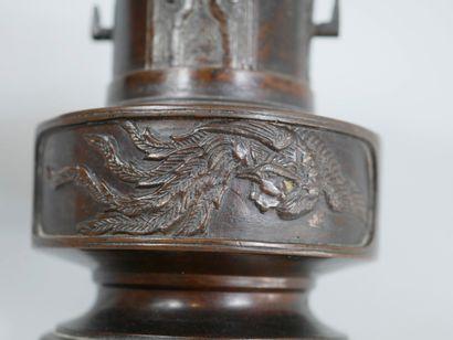 JAPAN. 19th century. Small Usubata vase for ikebana in bronze with brown patina...