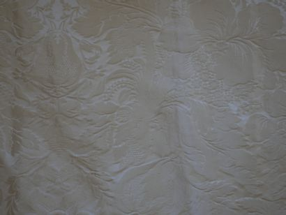 Deux paires de rideaux en lampas beige à motif de fleurs. Haut 320cm, Larg 90cm...