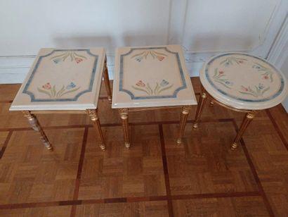 Maison Roméo par Claude DALLE. Trois tables bout de canapé rondes et carrées. Pieds...