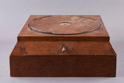 Socle rotatif en bois pour sculpteur. La...