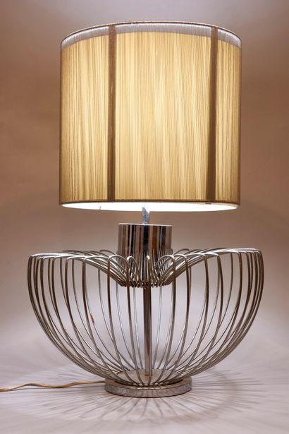 Importante lampe en fils de métal. Abat-jour...