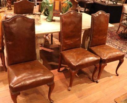 Ensemble de six chaises à haut dossier gainé...