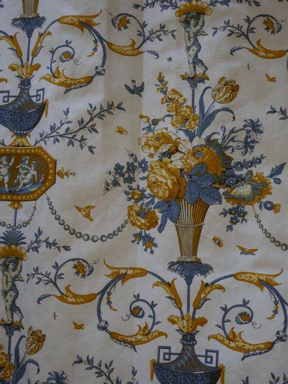 Deux têtes de lit une personne et une paire de rideaux en coton assortis à décor...
