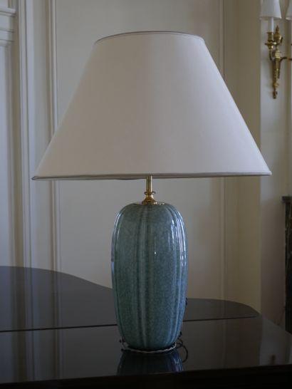 Pied de lampe en porcelaine céladon craquelée...