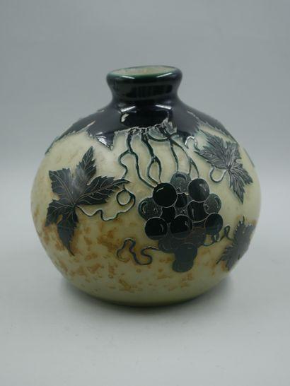 LAGNY, Vase boule en verre multicouche jaune...