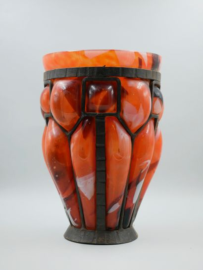 Paul DAUM (Nancy, 1888 - Neue Bremm, 1944). Lorrain Art glassware, orange glass...