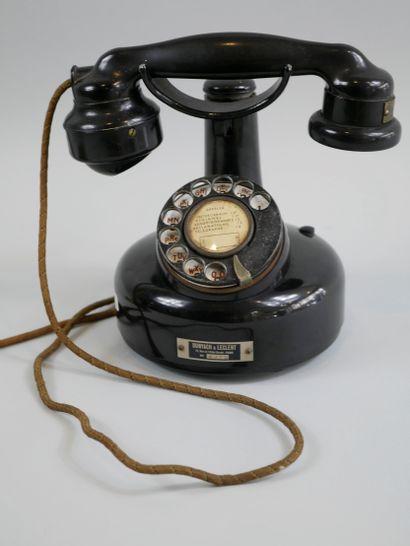 Téléphone ancien à colonne, modèle 1924,...