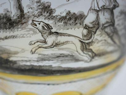 Verre en cristal de Bohème à pans sur piédouche orné d'une scène de chasse, d'inscriptions...