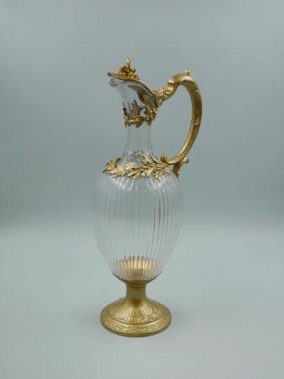 Aiguière en cristal, la monture en argent et vermeil peint à la peinture dorée à...