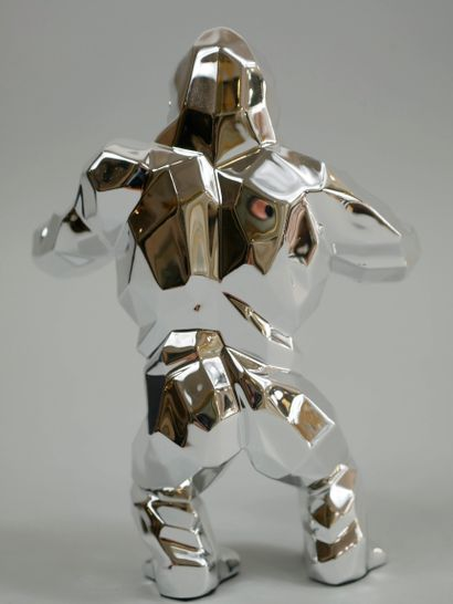 Richard ORLINSKI (1966). Kong. Epreuve résine argentée. Haut 13m. Dans sa boite...