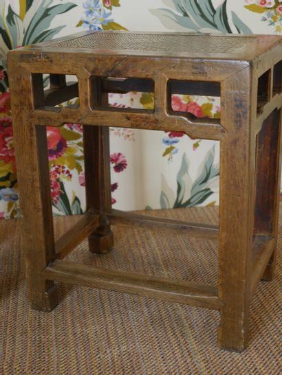 Paire de bouts de canapé en bois mouluré, sculpté, dans le goût Extrême-oriental,...
