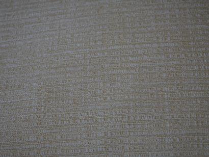 Paire de canapés trois places en tissu ivoire, accotoirs à enroulement. (Etat d'usage,...