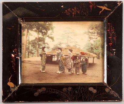 JAPON début XXe èsiècle. Ensemble de quatre photographies anciennes représentant...