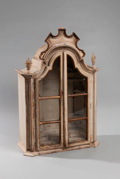 Petite vitrine en bois laqué blanc ouvrant...