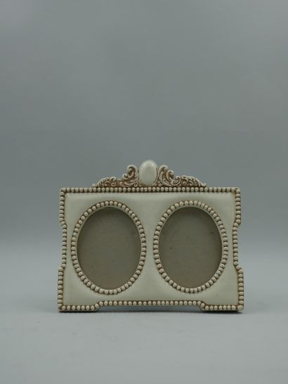Lot including two gold lacquered boxes, a resin photo holder, a mother of pearl...
