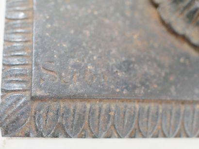 Presse papier en bronze patiné représentant un buste de Goethe, sur un socle en...