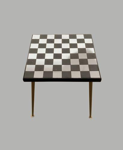 Table d'appoint, le plateau en céramique...