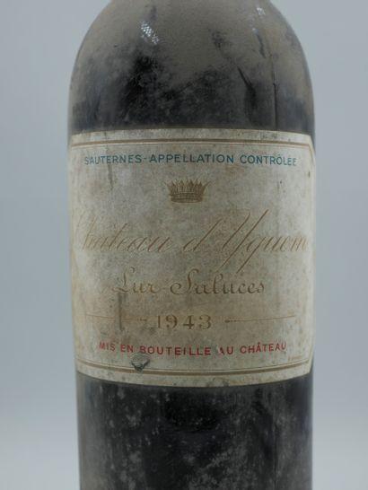 1 Bouteille Château Yquem, Lur Saluces, 1943. Niveau épaule, Etiquette poussiéreuse...
