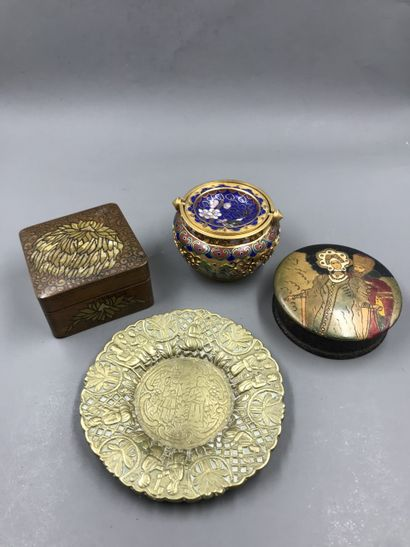 Lot including an ashtray in cloisonné enamel with butterflies and orchids (Height...