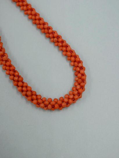 Collier de perles de corail tressées, fermoir...