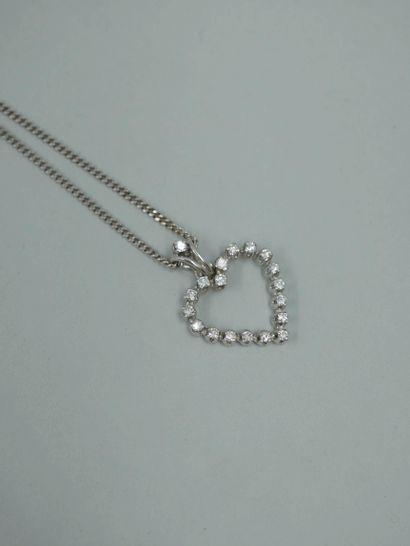 Pendentif en or gris 18k figurant un cœur...
