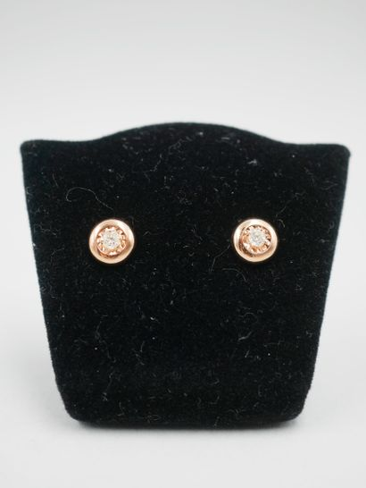 Paire de clous d'oreilles en or rose 18k...