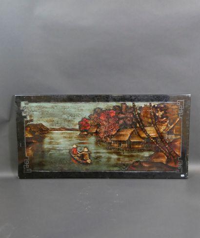 VIETNAM. Panneau laqué avec paysage lacustre....