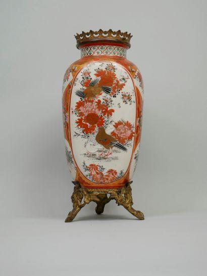 JAPON, début XXème siècle. Vase à décor de...