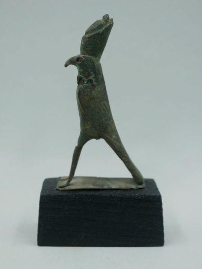Dieu faucon Horus coiffé de la double couronne...