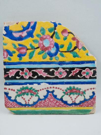 Carreau polychrome décor floral sur différents...
