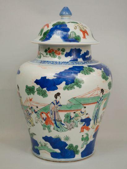 CHINE, XIXème siècle. Potiche couverte à...
