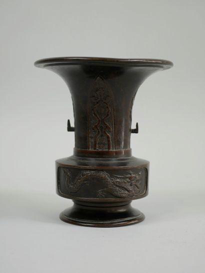 JAPON. XIXè siècle. Petit vase Usubata pour...