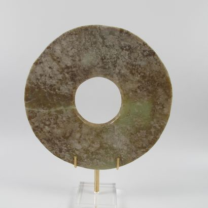 Disque de jade, symbole du Ciel. Néphrite...