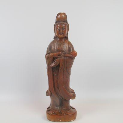 Statuette de la Déesse GuanYin debout tenant...