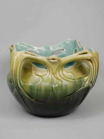 Coupe cache pot en céramique à décors de...