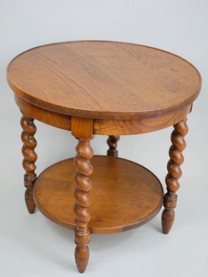 Desserte circulaire en bois à pieds torsadés,...