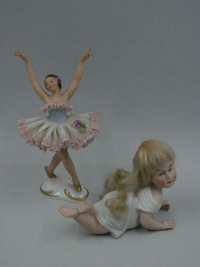 Petite danseuse en porcelaine et poupée miniature...