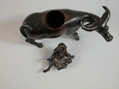 JAPON. Millieu XIXè siècle. Personnage sur un buffle. Brûle-parfum en bronze à patine...
