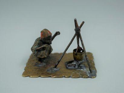Bronze de Vienne, petit sujet en bronze patiné...
