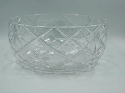 CRISTAL D'ARGENTAL. Coupe en cristal taillé....