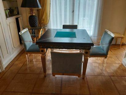 Maison Roméo par Claude DALLE. Table à jeux...