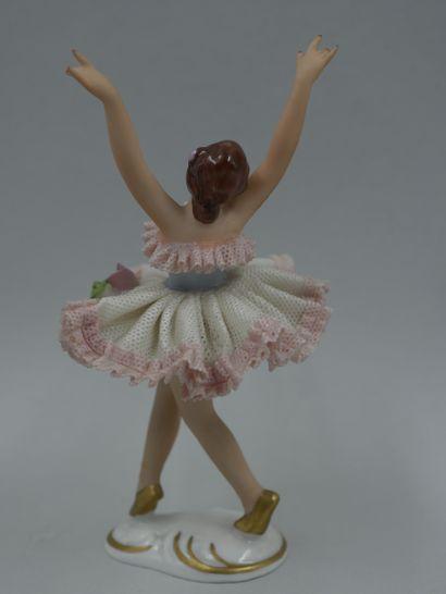 Petite danseuse en porcelaine et poupée miniature en porcelaine. Fin XIXè - début...