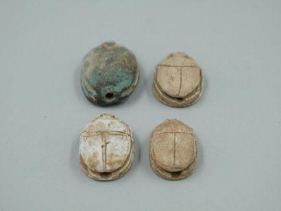 Quatre scarabées inscrits. Nouvel Empire...